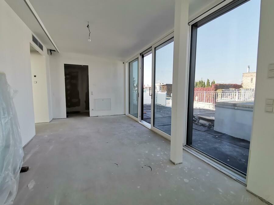 Ess-Zimmerbereich vor Terrasse