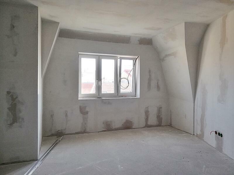 Zimmer neben Treppe